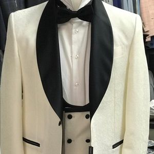 Other - Off white shawl lapel tuxedo with vest